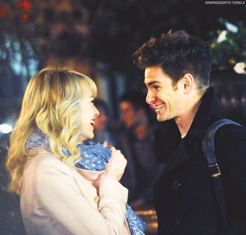 Emma & Andrew filming 'The Amazing Spiderman-2' in Union Square in NYC [16.04]
