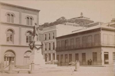Plaza Sotomayor. Foto de Bisschoff y Spencer, 1873