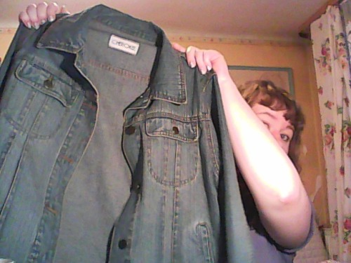 if one day i will bored about this jacket i'm gonna turn it into a vest and wear it with white t-shirt or arctic monkeys t-shirt and i will soooo like justin young