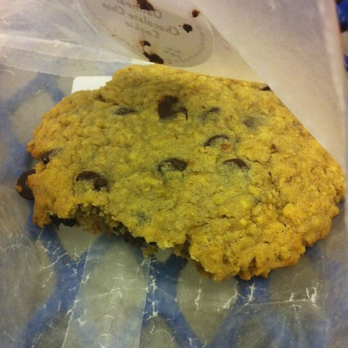 milkykara:  Potbelly oatmeal cookie, this is an addiction. I need my PB card…!