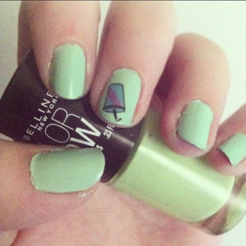 Mint milkshake nails featuring a nail decal from @melissachaib! 💅