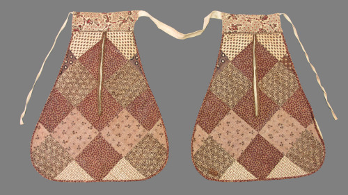 Double pocket, 1775-1790 England, Winterthur Museum There's something very charming about these.  They're folksy without being that tacky country kitsch style of awful.