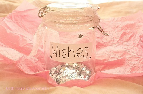 daisies-in-paradise:  make a wish <3