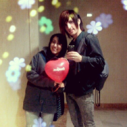 With my friend @Itsarakuya in Valentine's Day #Valentine #ValentinesDay #Desigual #Balloon #friend