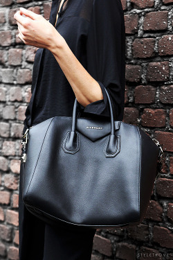 styletrove-style-detail-all-black-givenchy