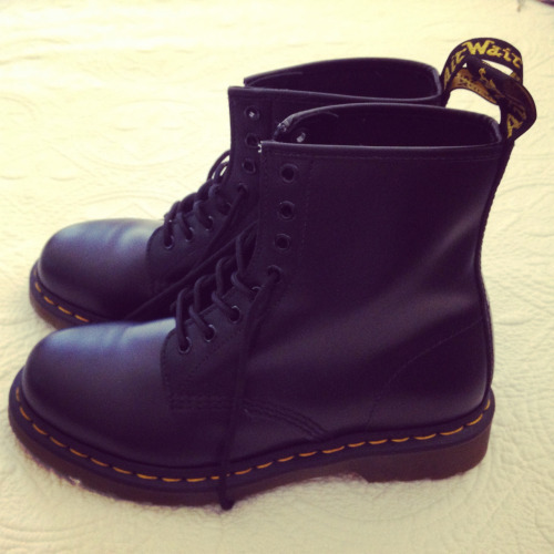 rosyt-ea:  want doc martens so bad