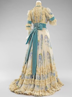 Afternoon Dress Jacques Doucet  1903 This is an elegant afternoon dress that would be suitable for afternoon events, such as the races and other promenade activities. The dress is an excellent example of Doucet's penchant for lingerie-like garments, which is represented by the delicate ruffles and rose printed chiffon. The color combination of blues accented with turquoise is a favorite of the designer.  I love these colors~ The lace almost looks better aged, instead of a pristine white <3