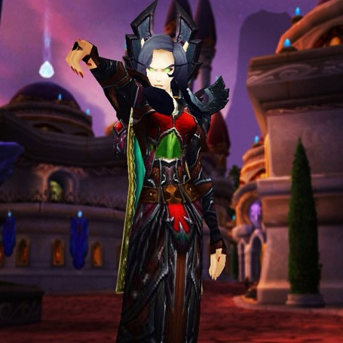 My main a Belf warlock named Lolidottir =D