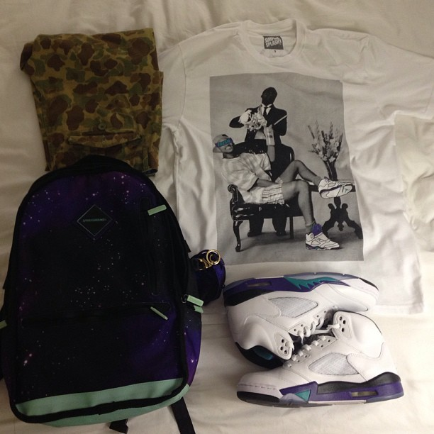 #outfitgrid #simpleandsplashy #spraygroundspotting #sprayground #camo #grape5s #sneakerheads #igsneakercommunity #ffsalute #smyfh #todayskicks #kicksonfire #instakicks #kickstagram #kicks0l0gy #retropen23 #instaheat  #fantaskicks #walklikeus #s7 #sneaker_fashion #dopekicks #sneakerfiles #kicksography