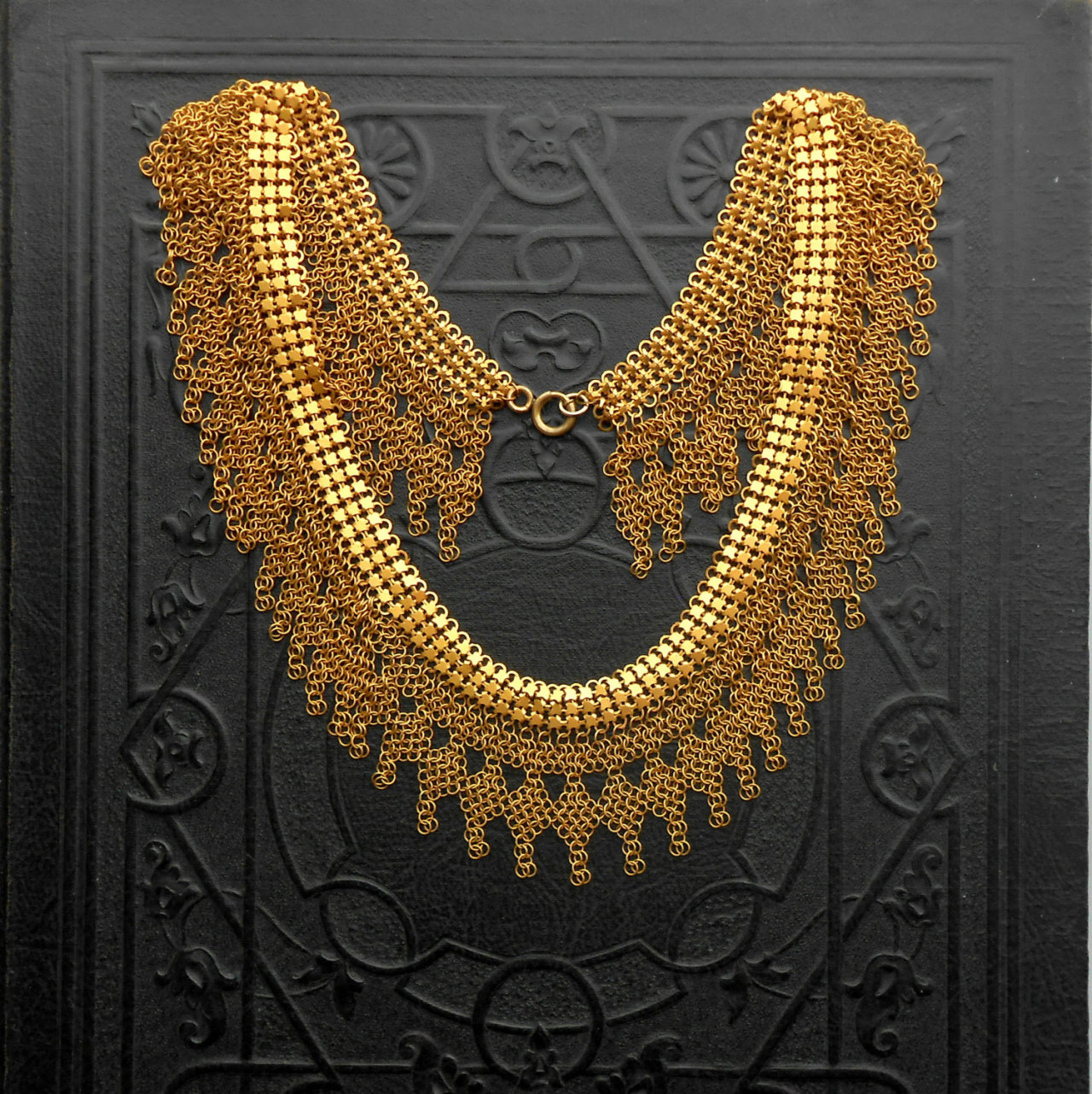 thehouseofspook:  Antique Egyptian Revival Necklace. Rare Chain Maille & Mesh. Art Deco. Cleopatra. by TheDeeps (340.00 USD) http://etsy.me/12WAVGa