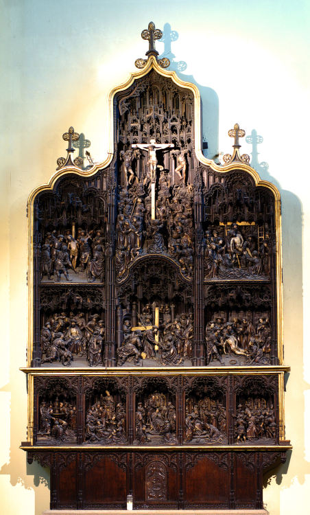 High Altar of the Collegiate Church of Saint Denis (Dionysius), Liege, Belgium. As I understand, this church has ceased to be a Collegiate Church long ago. What a pity.