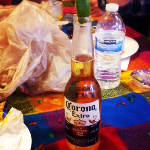 Yes please #idontlikebutilldrink #beer #corona #lime #drinking #sorrymom #same @danihanaly #birthdayparty #wootwooh