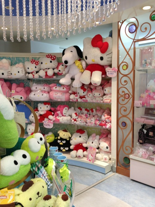 Snoopy and Hello Kitty - what a cute couple :)