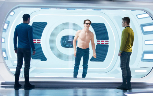 bencumber:  Just in case we never get to see John Harrison's topless deleted scene.