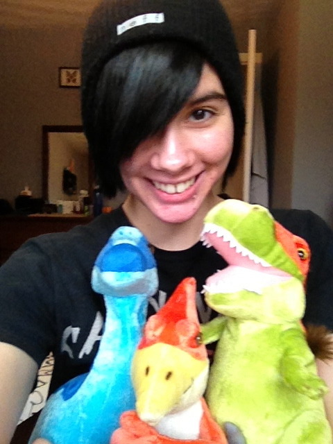 emoladlust:  Ahhhh! Mason got me three dinosaur plushies for my birthday!!!!!!!  You, monsieur, are too adorable! Best birthday wishes Bean!
