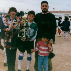 itsawagsworld:  Junior Capi - Iker with his family (how cute is Unai?)