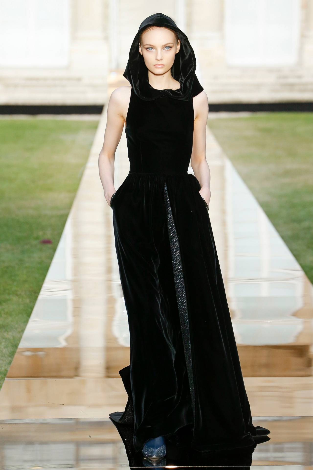 Fran Summers at Givenchy F/W18 Couture #fran summers#velvet#black velvet#hoods#capes#cloaks#dresses #Givenchy F/W18 Couture #givenchy#givenchy couture #clare waight keller givenchy  #clare waight keller #f/w18 couture