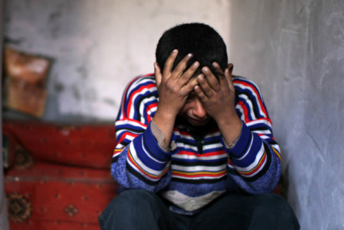 simply-war:  A Palestinian boy wept at a funeral for six family members. The family's electricity was shut off for nonpayment and their use of candles caused a fire. January 31, 2013. Mahmud Hams.  . * إن الله لا يخذل عبداً بكى.. عبداً شكى، عبداً رفع رأسهُ ثم دعى ♡ .