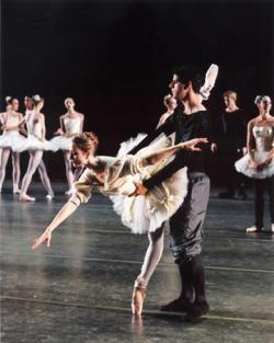 carikt:  Julie Kent and Marcelo Gomes  This looks like it could be Symph in C