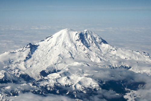 mountainish:  Mount Rainier (by Partha)
