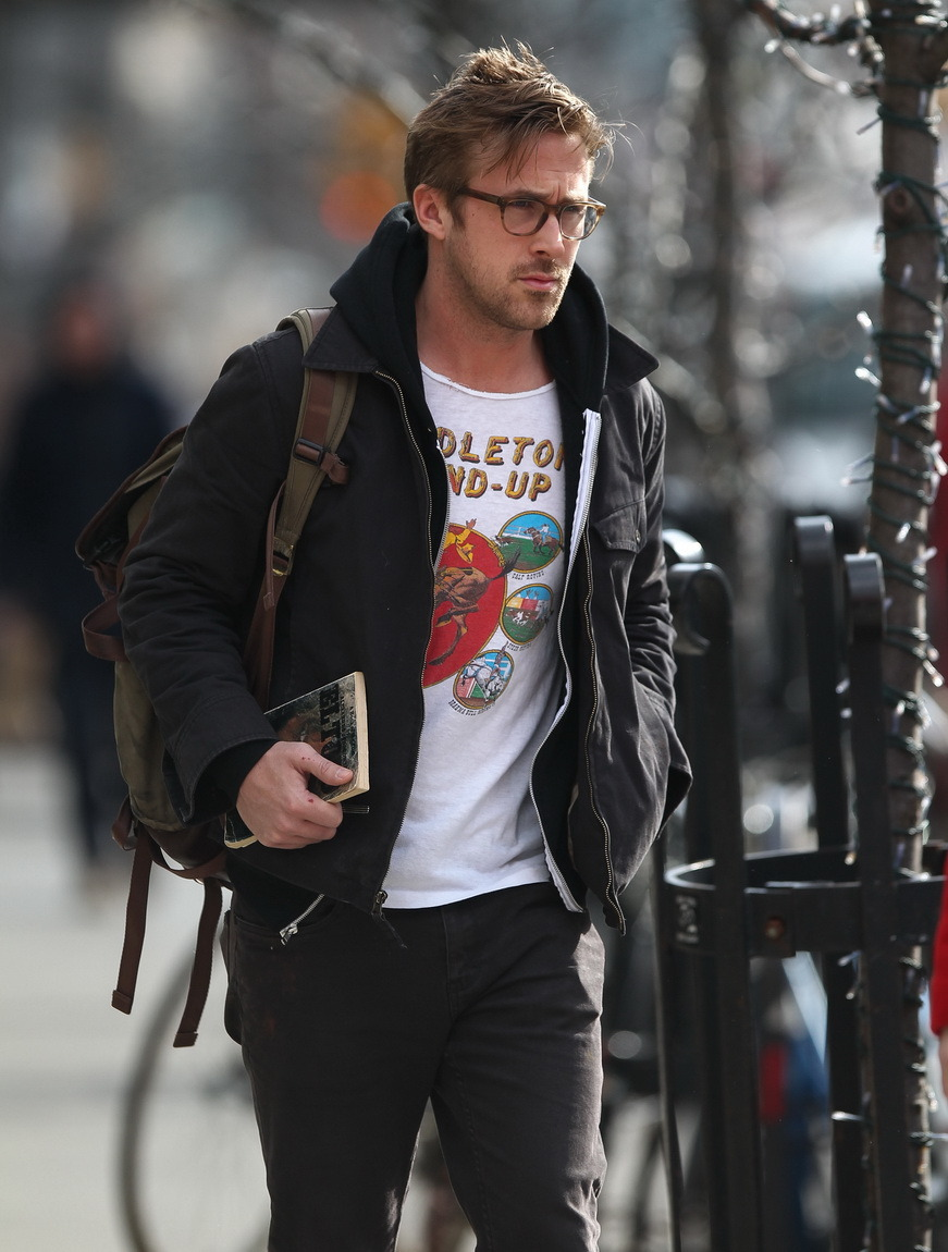 attacked:  gasstation:  Ryan Gosling leaving his hotel in NYC, March 20th  dang