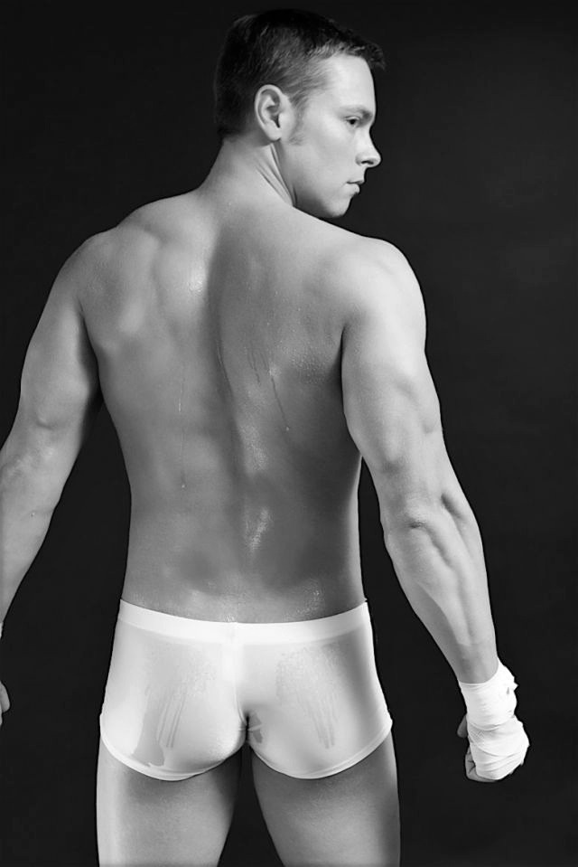 itsreallyrathergood:  Zach's firm arse in trunks www.itsreallyrathergood.tumblr.com