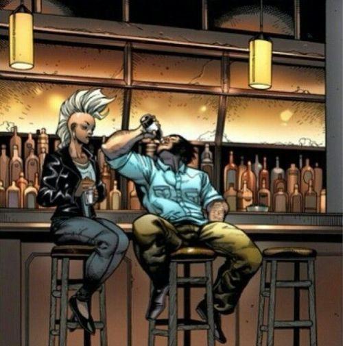 fajrdrako:Storm and Wolverine. Love the characteristic body language.