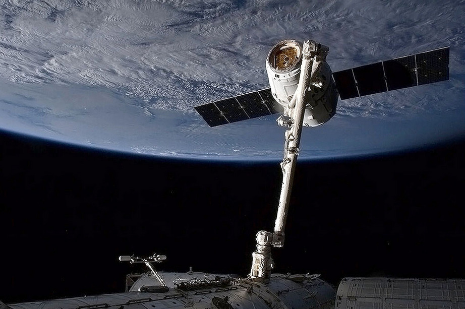 "SpaceX Dragon ""I didn't get into space or transportation or solar because I saw them as good [investment] opportunities. I saw them as places where something needed to be done."" Elon Musk, SXSW"