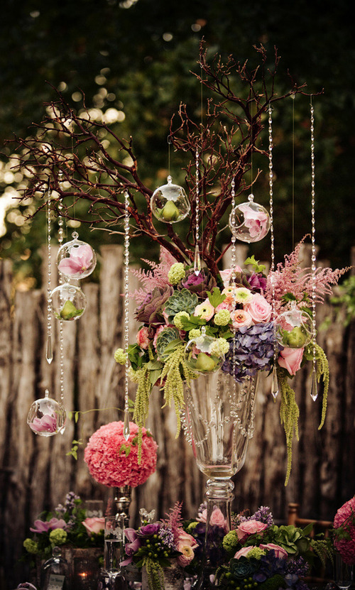 bridalsnob:  Centerpiece w/crystals + open bulbs | via WedSociety | photo by Simple Moments Photography