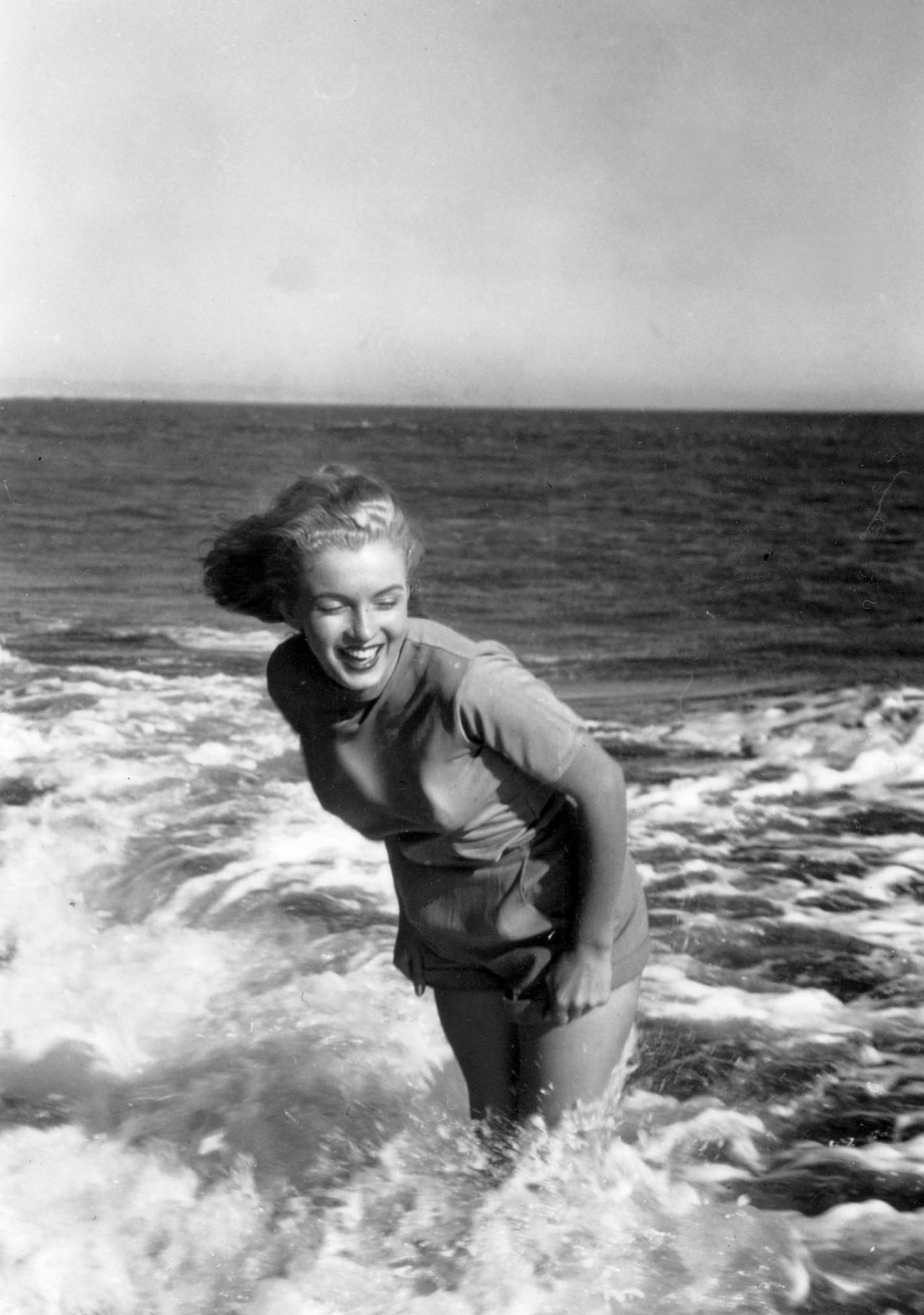 Marilyn photographed by Bill Burnside at Malibu Beach, 1948