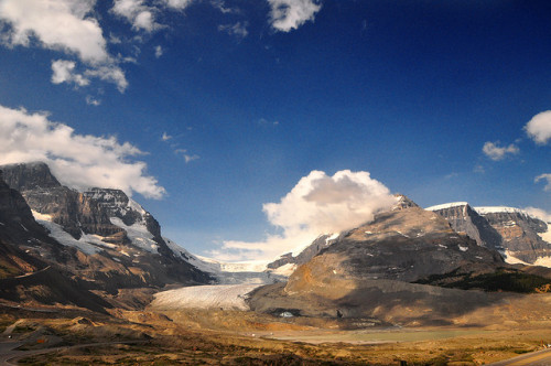 island-classudo-101-briel:  Columbia Icefield by Bill Gracey on Flickr.