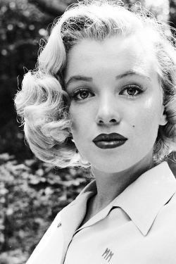 vintagegal:  Marilyn Monroe photographed by Edward Clark, 1950
