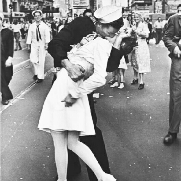 fondajane:  Sailor kissing a nurse on V-J Day (Victory of Japan Day).