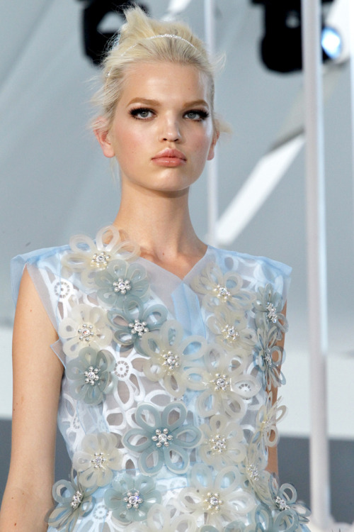 weneedfashion:  Louis Vuitton Spring 2012