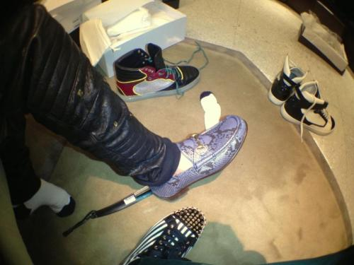 "@iamwill: ""shoppin' with @justinbieber in london… who has the coolest shoes?"""