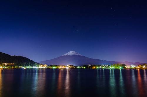 heartisbreaking: Fuji Twilight by lestaylorphoto on Flickr.