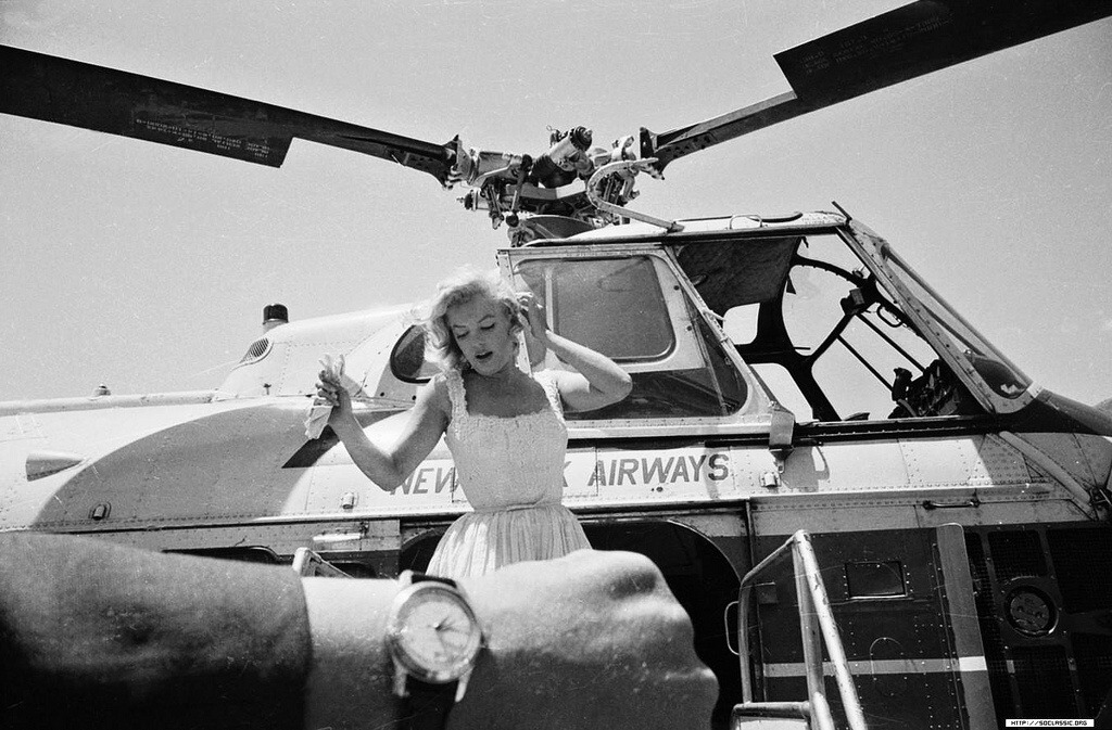 girlsandmachines:  Marilyn Monroe arriving via helicopter, 02 Jul 1957, New York, USA.
