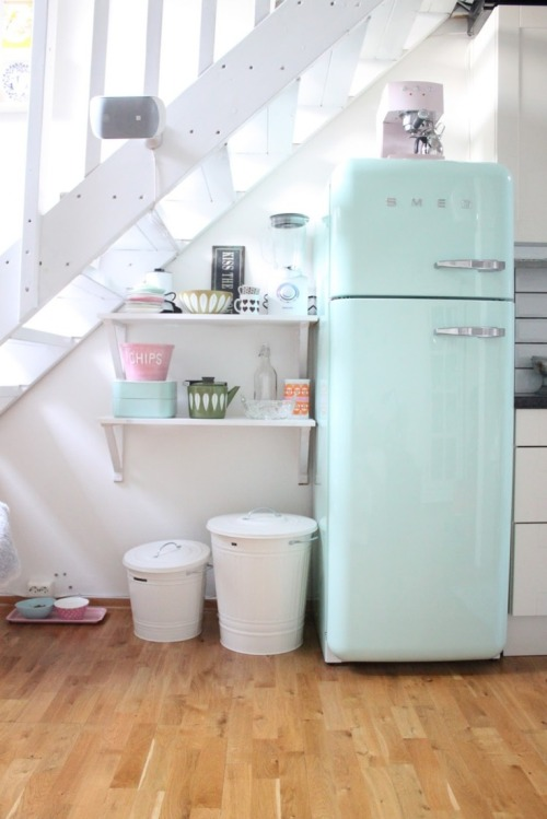 mint Smeg fridge (via Interior inspirations)