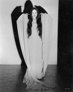 strangelyinspiring:  Carroll Borland - Mark of The Vampire (1935)