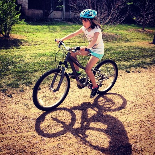 grimpeurbrosspecialtycoffee:  Baby Gurl likes da dirt! Future @attnkatdaley @alyssasevern @meaux_marie n da making! Next stop: #TXCX Youth Program. #ProudPapí #Kids #bikes #life #cx  Meant to post this on my personal tumblr but I messed up as it's been some crazy days. Nonetheless, I'm a Proud Papi.