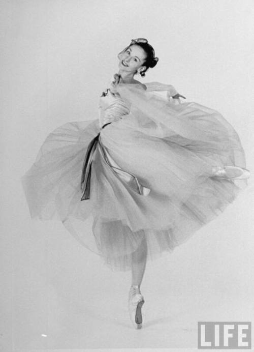 Tanaquil LeClercq was probably the earliest stringbean ballerina. She was Balanchine's fourth and final wife. He divorced her for Suzanne Farrell. She was stricken with polio at the height of her career in 1956, and paralyzed from the waist down.
