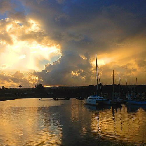 Good morning all. Have a great weekend. #hawaii #sunrise #harbor — photo taken by 808guy