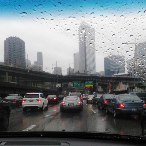 notoriousl-e-i:  Bad weather and stuck in traffic, oh what a good day -___- #Raining #CityOfRain #DowntownSeattle #Traffic #Boring #TwoDaysInARow #Smdh #WTF #NiggasCantDrive #BadDay #FuckTraffic #ugh
