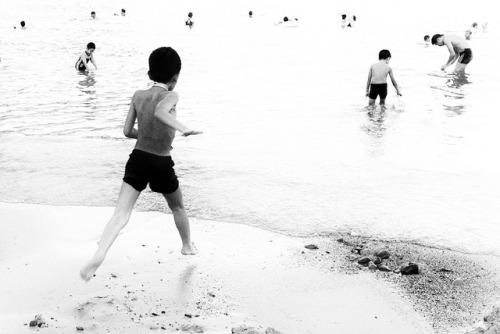 Hong Kong, Beach, Running by edaswong on Flickr.Leica X1