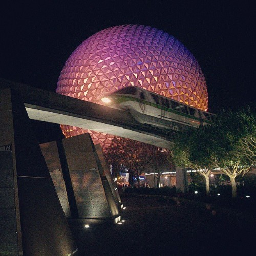 Goodnight #epcot! #epcotcenter #sse #wdw #disney #disneyworld #waltdisneyworld #spaceshipearth #monorail  (at Epcot)
