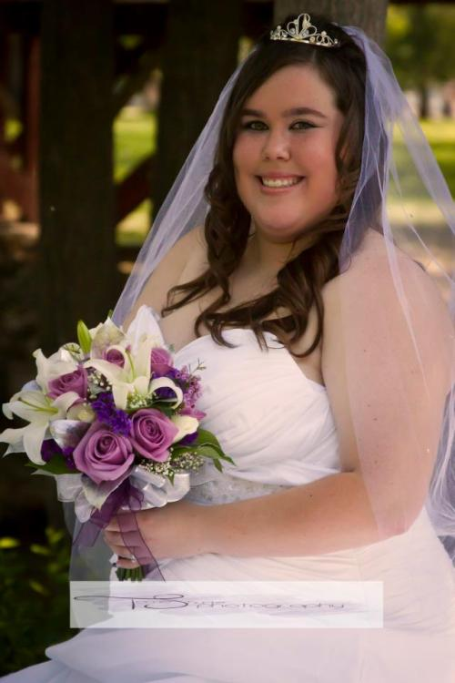fuckyeahchubbygirls:  I felt beautiful that day.  Married a man that finds me beautiful no matter my size. =]  I Hope One day i will find someone like her husbandwho loves me for beeing me and Not because i'm skinny or fat