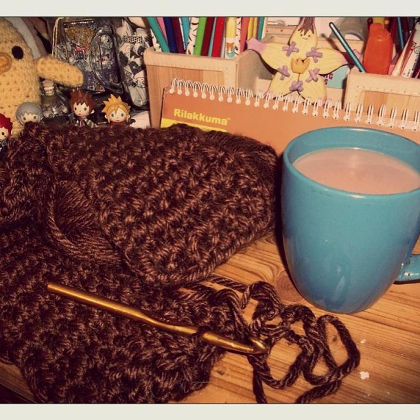 Winter days call for hot cocoa and handcrafting gifts~ (*´▽`*)