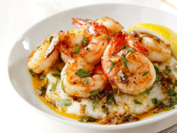 passion-desire-sweetlovin:  Lemon-Garlic Shrimp and Grits