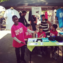 Awesome initiative by Kids from Tingbjerg selling Tee's and other good stuff encouraging folks to be nice to eachother #nørrebroløbet #blågårdsplads