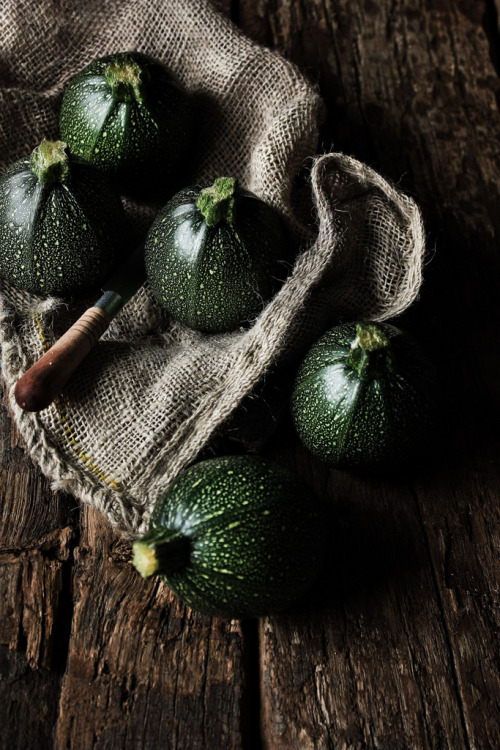 Round courgettes (by Monica Pinto photography)
